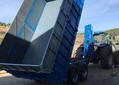 Remolque de 10.000 kg de carga y pluma.